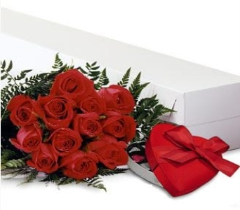 Roses Boxed with Chocolate in Toronto ON, Simply Flowers
