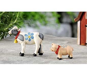 Mini World Garden Country Pig & Cow Decor in Guelph ON, Patti's Flower Boutique