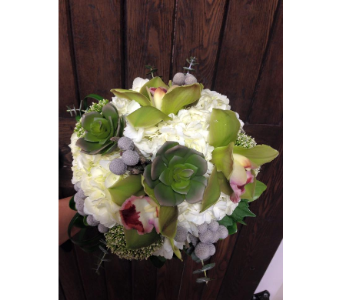 CD7 in Bradford ON, Linda's Floral Designs