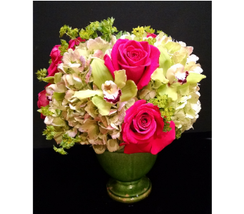 Green Envy Centerpieces in Massapequa Park NY, Bayview Florist & Montage  1-800-800-7304