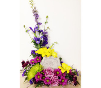 Our Family Chain Styled Arrangement in Wyoming MI, Wyoming Stuyvesant Floral