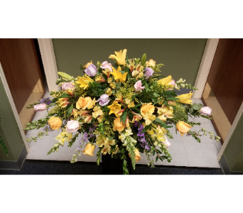CASKET COVER YELLOW & LAVENDER in Woodbridge NJ, Floral Expressions