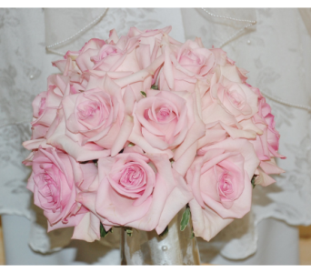 Bride bouquet of pale pink roses in Scarborough ON, Helen Blakey Flowers