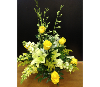 Yellow & White Centerpiece in Kissimmee FL, Golden Carriage Florist
