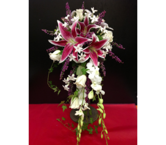Elegant Cascade in Kissimmee FL, Golden Carriage Florist