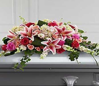 Casket Cover in Bellevue WA, CITY FLOWERS, INC.