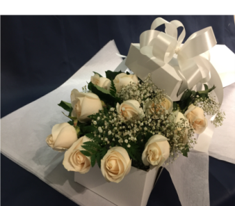 12 White Roses boxed in Markham ON, Freshland Flowers