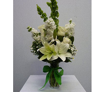 Medium Garden vase in all white in Albertville AL, The Flower Market