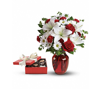 Be Mine Bouquet with Candy Bundle in Pickerington OH, Claprood's Florist