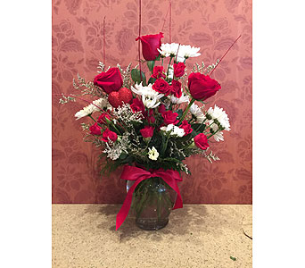 Valentine's Day Special 4 in Hellertown PA, Pondelek's Florist & Gifts