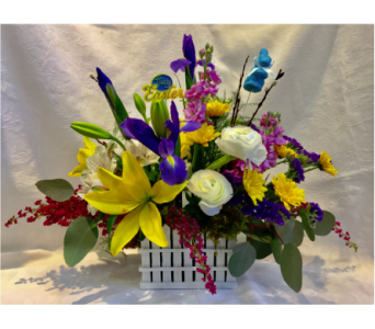 Picket Fence Centerpiece in Kingston NY, Flowers by Maria