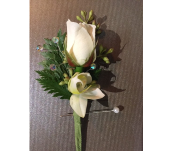 Boutonniere in Bellevue WA, CITY FLOWERS, INC.