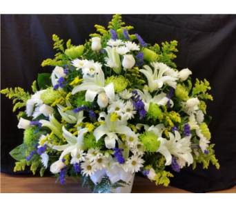 MTF605 Mixed Spring With Roses Fan Style in Mililani Town HI, Mililani Town Florist