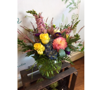 flowers in season in Niagara On The Lake ON, Van Noort Florists