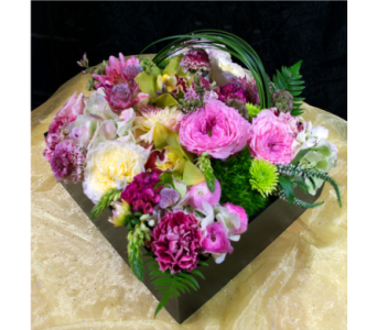 XL Flower Gift Box in Reno NV, Bumblebee Blooms Flower Boutique