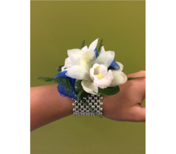 designers choice wristlet in Swift Current SK, Smart Flowers