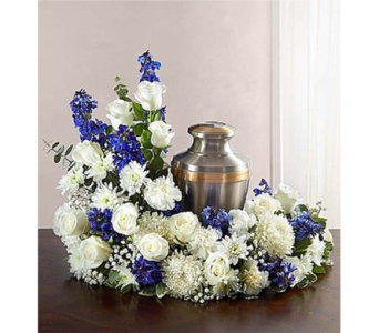 Cremation Wreath - Blue and White dans Watertown CT, Agnew Florist