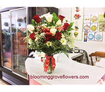 BGF1945 in Buffalo Grove IL, Blooming Grove Flowers & Gifts