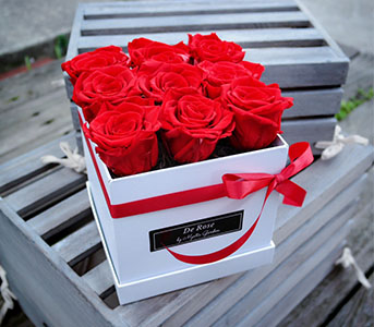 Small Square Box Signature Red Eternity Roses In San Francisco Ca A Mystic Garden