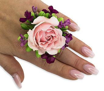 Prepster Floral Ring in Oshkosh WI, Flowers & Leaves LLC