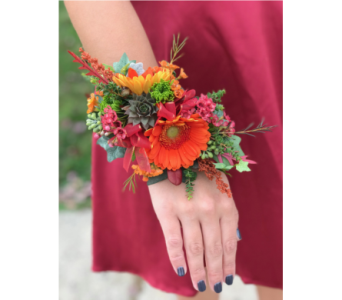 Wristlet in Dearborn Heights MI, English Gardens Florist