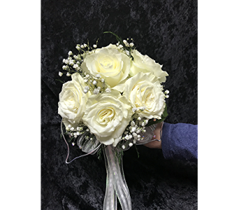 6 White Roses in Waukesha WI, Flowers by Cammy