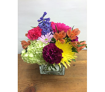 Bright and Bold in Manhasset NY, Town & Country Flowers
