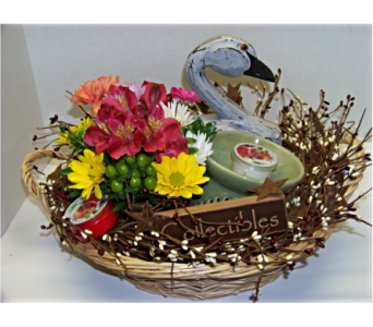 COUNTRY GIFT BASKET in Claremont NH, Colonial Florist