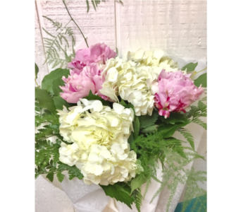 Peonies and hydrangeas in Lake Zurich IL, Lake Zurich Florist