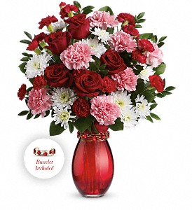 Teleflora's Sweet Embrace Bouquet in Washington DC, Capitol Florist