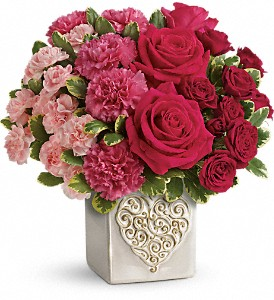 Teleflora's Swirling Heart Bouquet in Harker Heights TX, Flowers with Amor