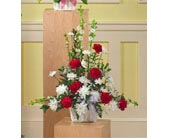 Red and White Arrangement dans Watertown CT, Agnew Florist