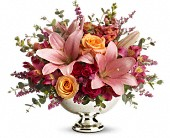 Teleflora's Beauty In Bloom in Plant City FL, Creative Flower Designs By Glenn