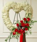 Red and White Open Heart with Red Roses dans Watertown CT, Agnew Florist