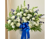 Standing Basket-Blue & White dans Watertown CT, Agnew Florist