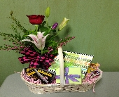 Gift Basket w/ Mixed Bud Vase in Colorado City TX, Colorado Floral & Gifts