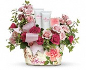 Teleflora's Everything Rosy Gift Bouquet in Brooklyn NY, Artistry In Flowers
