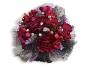Red Carpet Romance Corsage in Sherbrooke QC, Fleuriste Lijenthem