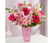 mothers embrace in Lansdale PA, Genuardi Florist