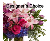 Designer�s Choice Vase Arrangement in Kelowna BC, Burnetts Florist & Gifts