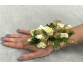 Deluxe Spray Rose Corsage in Somerset NJ, Flower Station