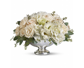 Duneview Centerpiece in East Quogue NY, Roses And Rice
