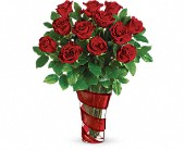 Teleflora's Dancing In Roses Bouquet in Buckingham QC, Fleuriste Fleurs De Guy