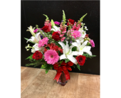 Sealed with a Kiss in Fargo ND, Dalbol Flowers & Gifts, Inc.