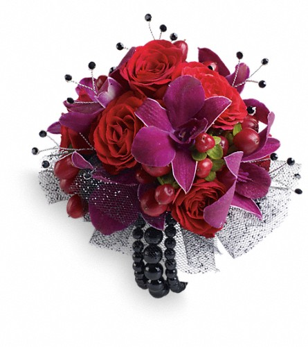 Celebrity Style Corsage in Walled Lake MI, Watkins Flowers