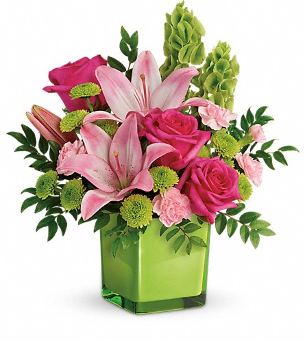 Teleflora's In Love With Lime Bouquet in Fairfield CT, Tom Thumb Florist
