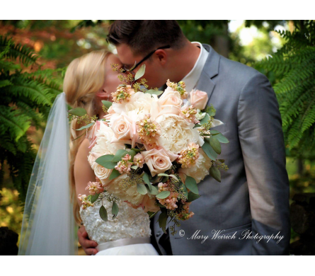 Wedding Pic in Loudonville OH, Four Seasons Flowers & Gifts
