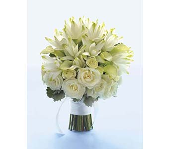 White Cuacuma Bouquet in Perrysburg & Toledo OH  OH, Ken's Flower Shops