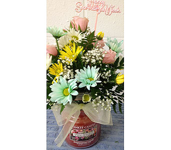 Yankee Candle Bouquet in Johnstown PA, B & B Floral