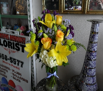 Golden Iris in Henderson NV, Beautiful Bouquet Florist